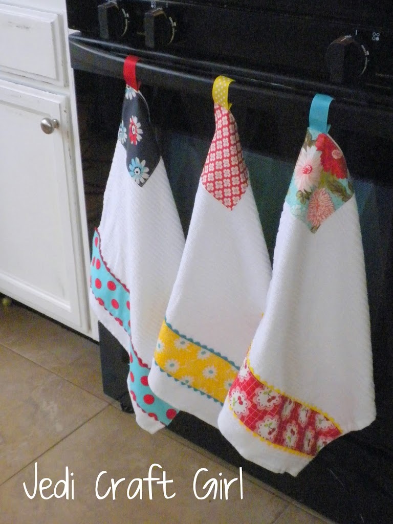 Kitchen towel hanging ideas - I Made These Kitchen Towels To Go In My Newly Updated Kitchen They Are So Much Fun To Make I Love Quick Sewing Projects Like This Because I Get A Fabric