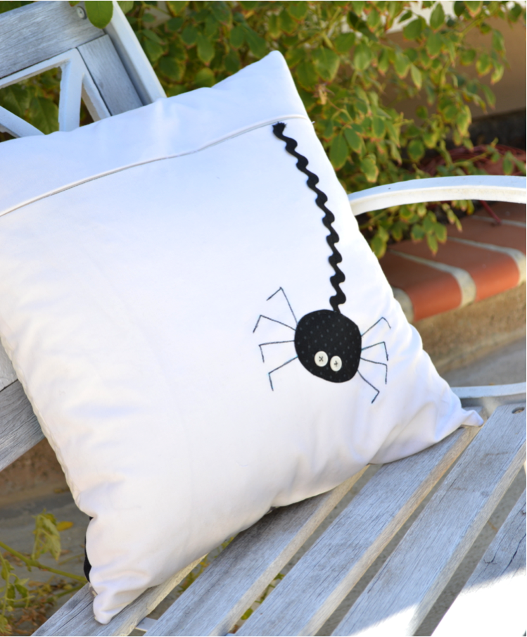 applique_spider_pillow