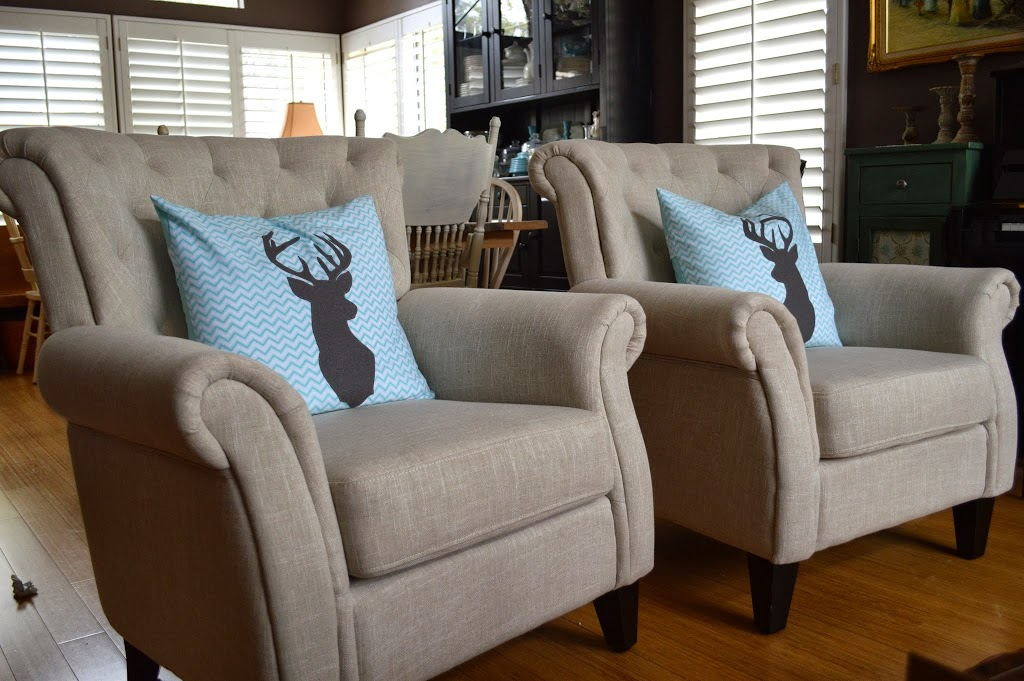 Surprising Deer Friends Christmas Deer Throw Pillow Tutorials Inzonedesignstudio Interior Chair Design Inzonedesignstudiocom