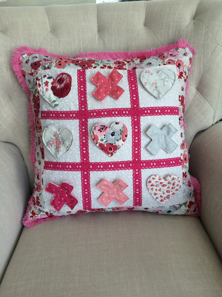 tic tac toe valentine pillow 14
