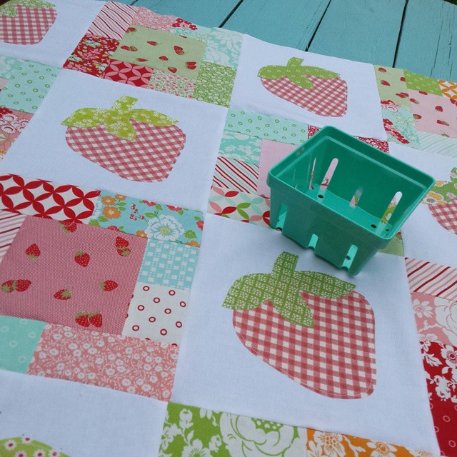 strawberry patch quilt hello darling moda 15