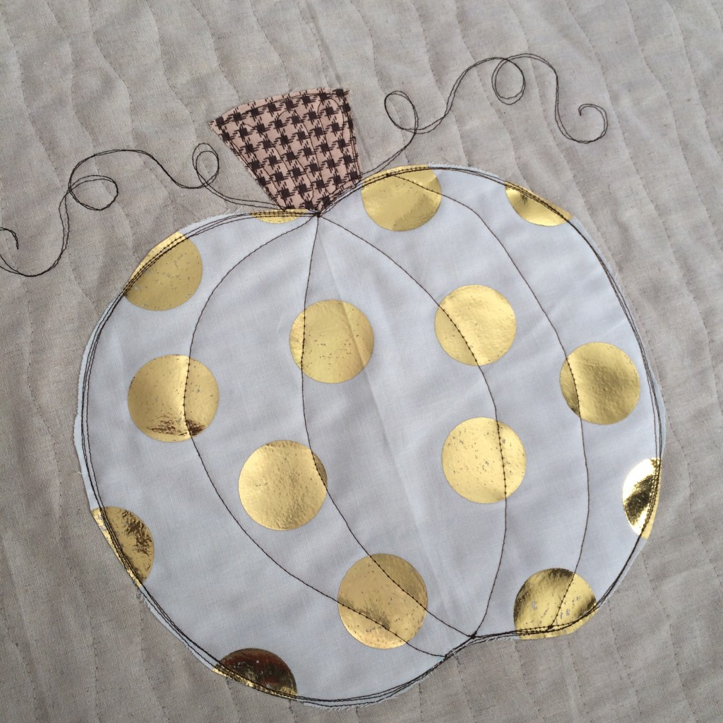 sizzix pumpkin pillow deco foil 16