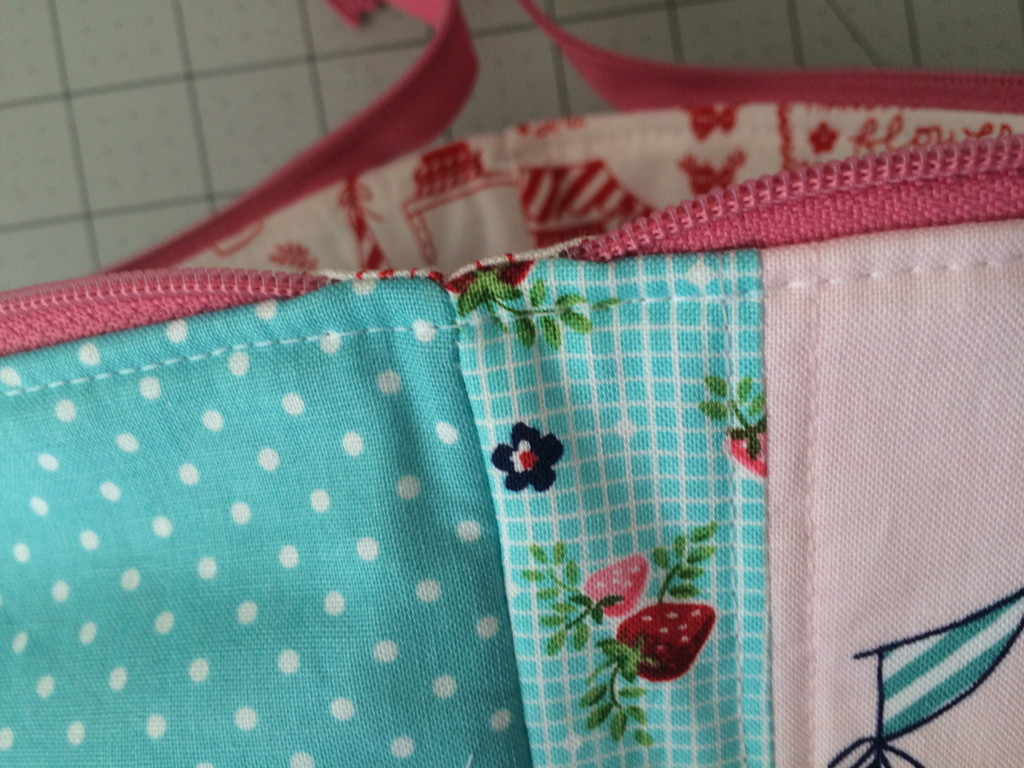 zipper pouch tutorial. 23