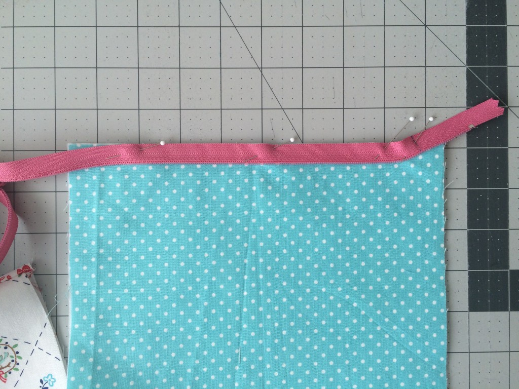 zipper pouch tutorial. 9