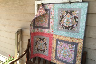 Big Print Baby Quilt {Free Quilt Pattern}