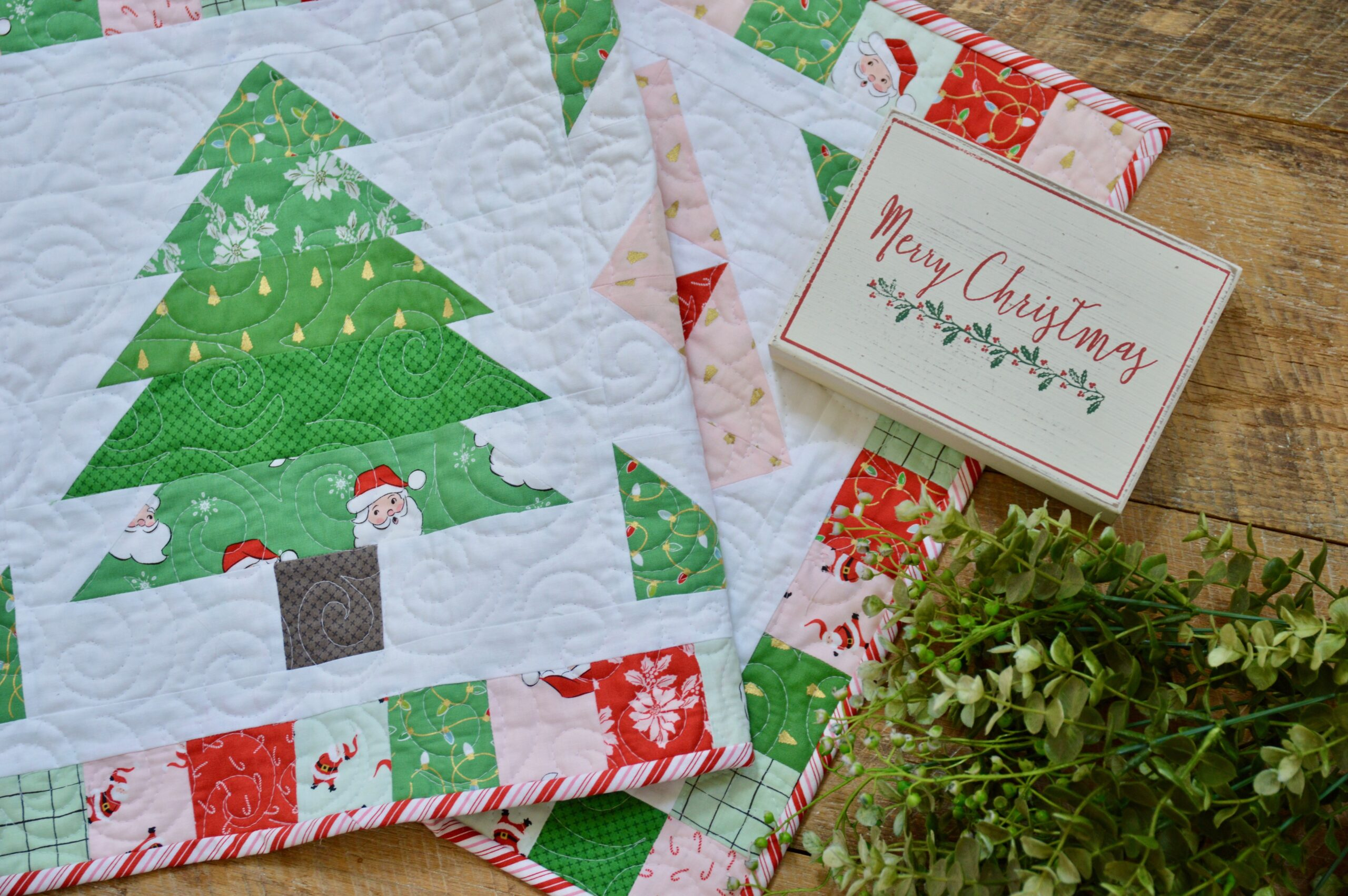 Quilted Father Christmas /& Friends Table or Wall hanging
