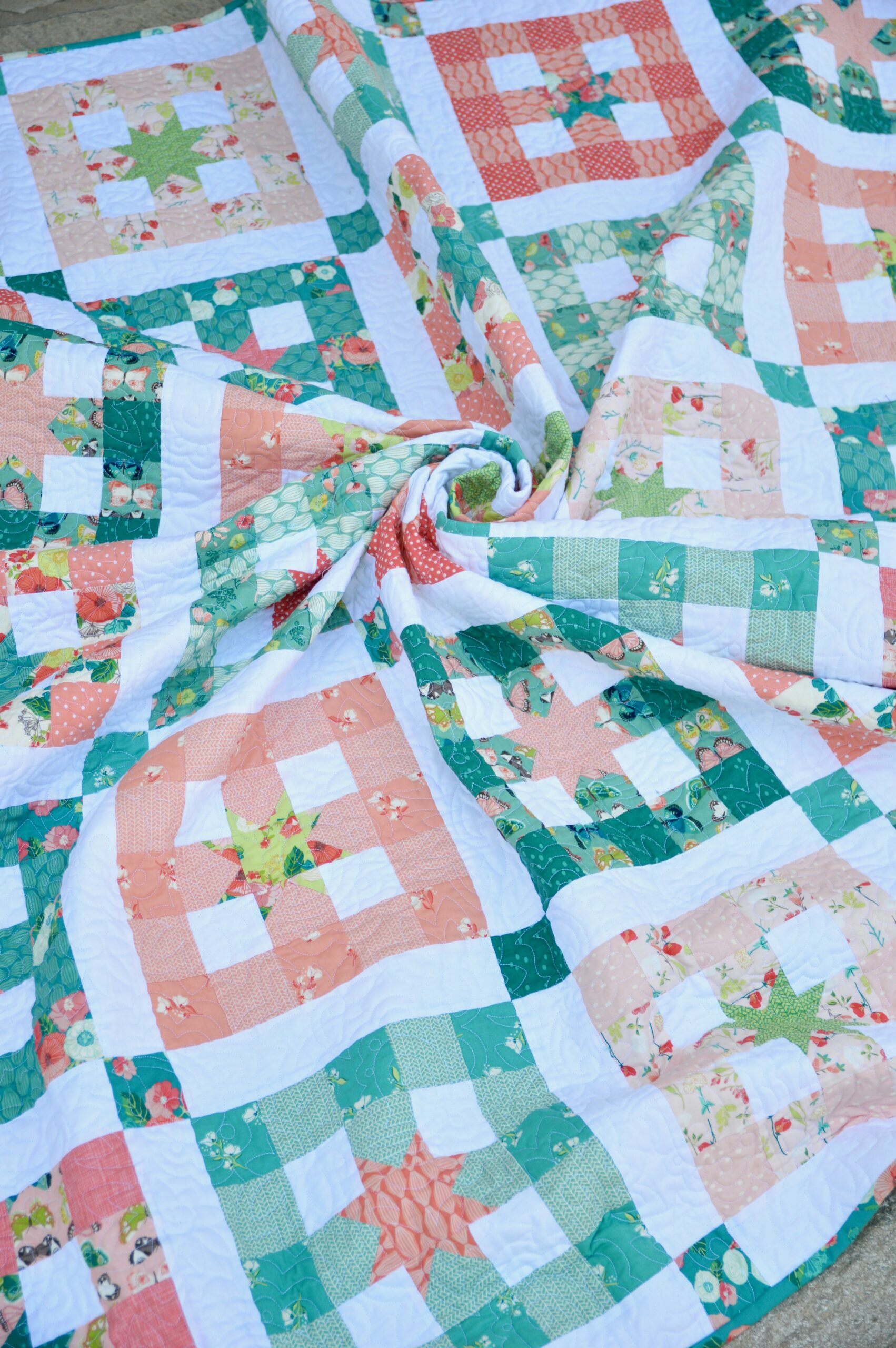 """""""Gingham"""" a Free Picnic Quilt Pattern designed by Amanda from Jedi Craft Girl"""